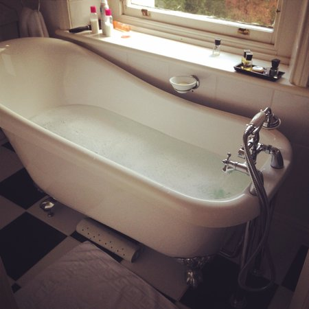 Thwaite Howe Hotel: Nice relaxing bath to soak after walking Skiddaw