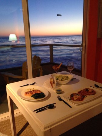 Pacific Edge Hotel on Laguna Beach: Room service from Mare across the street! Our room view was amazing as we watched the sunset.