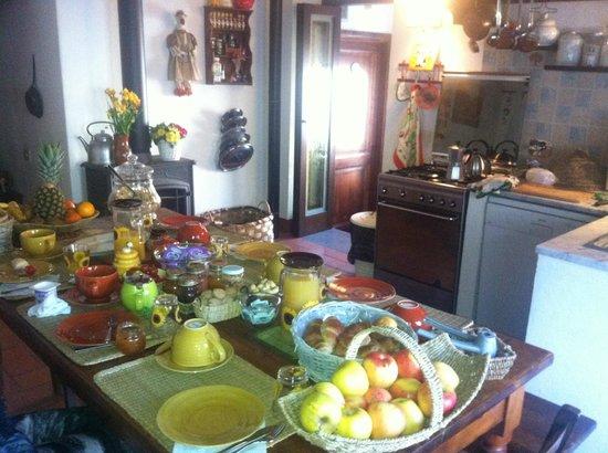 La Fiaba Bed & Breakfast: Завтрак