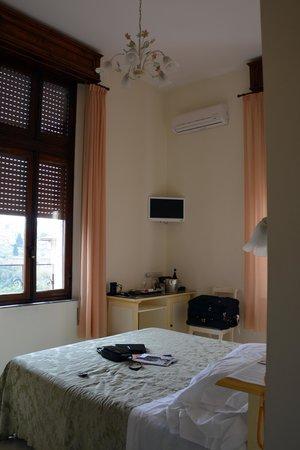 Hotel Villa Elda: Beautiful Windows