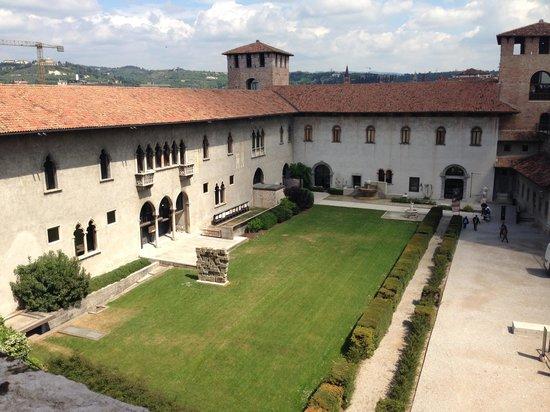Museo di Castelvecchio: 中庭