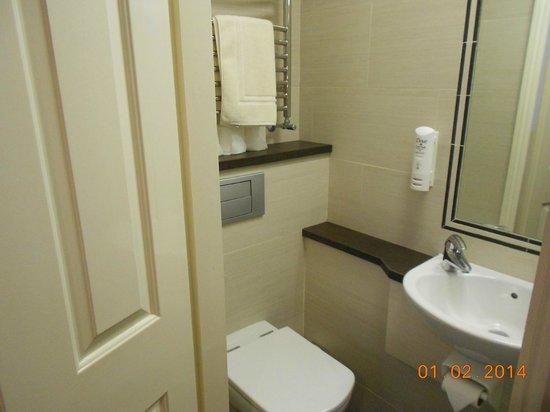 Jesmond Dene Hotel: Baño en la habitacion