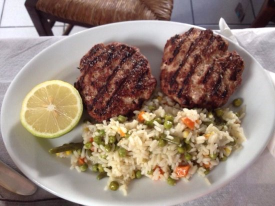 To Elliniko: Stuffed hamburger with rice and vegetables!!
