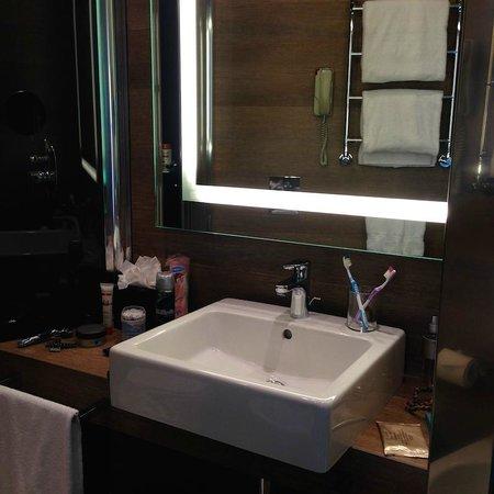 Starhotels E.c.ho. : Раковина и зеркало