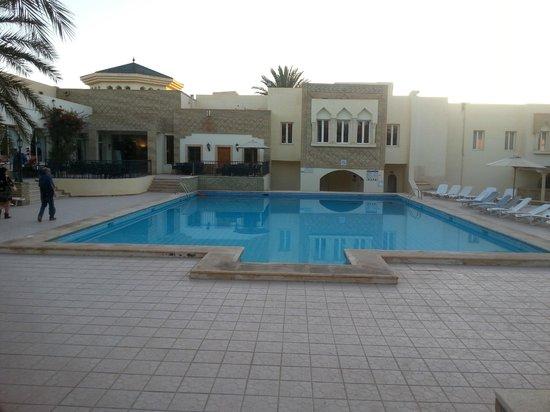 Hôtel Ras El Ain Tozeur : Piscina
