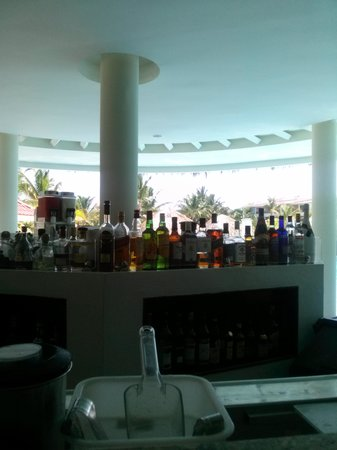 The Reserve at Paradisus Punta Cana : one of the bars. (gabi beach at the reserve)