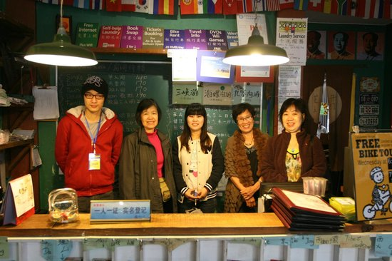 Chengdu Lazy Bones Backpackers Boutique Hostel : With the friendly reception staff