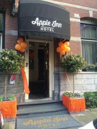 Hotel Apple Inn: King's day