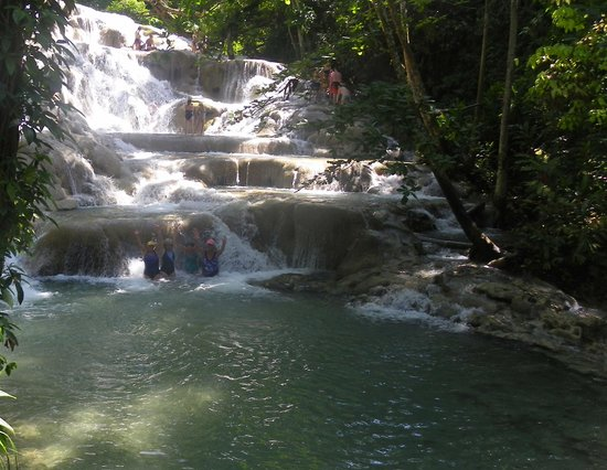 Dunn's River Falls and Park: In the falls !