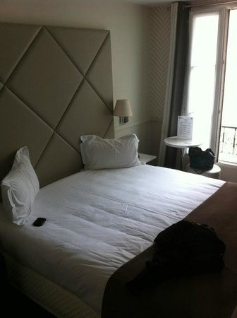 Hotel Longchamp Elysees: Comfy bed