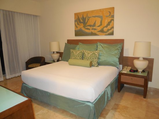 The Bliss Resort: King bed