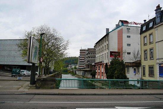 Mercure Epinal Centre : Direkte Lage an der Mosel
