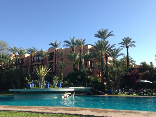 Piscine picture of hotel marrakech le semiramis for Bab hotel marrakech piscine