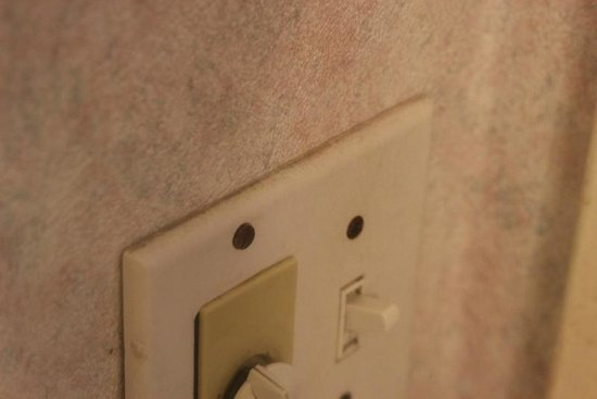 Mission Valley Resort: light switches in room had dirt, fingerprints, filth