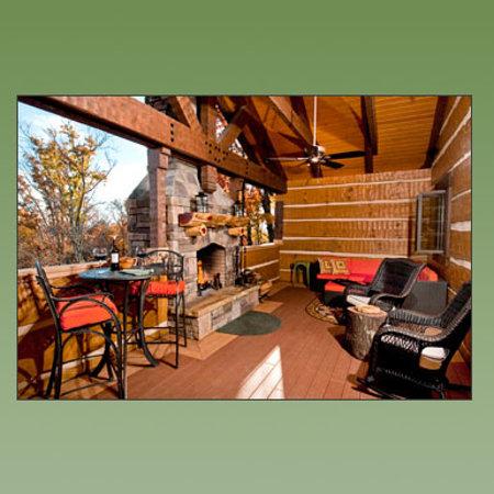Cherokee Mountain Cabins: Outside Living Room Sanctuary