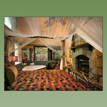 Cherokee Mountain Cabins: Slippery Rock Master Bedroom
