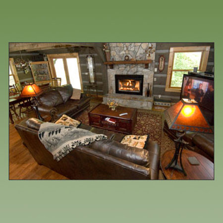 Cherokee Mountain Cabins: Waters Edge Living Room
