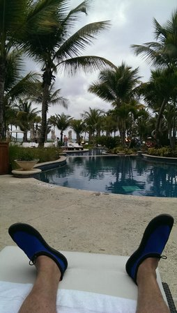 The St. Regis Bahia Beach Resort : Pool area
