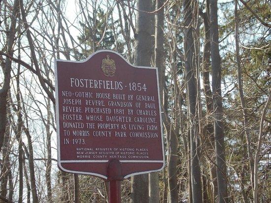 Fosterfields Living Historical Farm: Entrada da estrada