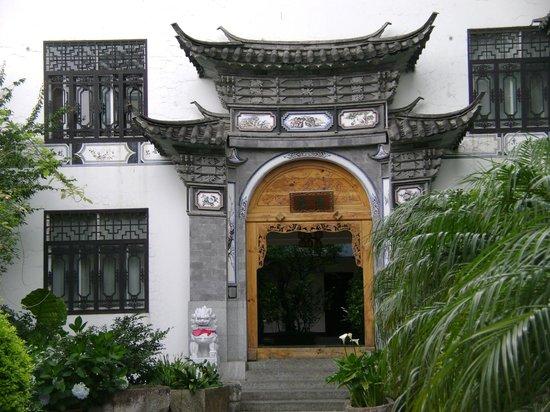 Landscape Hotel: Porte d'entrée de l'hôtel vers les chambres