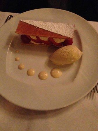 La Fontaine Gaillon : Mille-feuille au fraise with Vanilla ice-cream