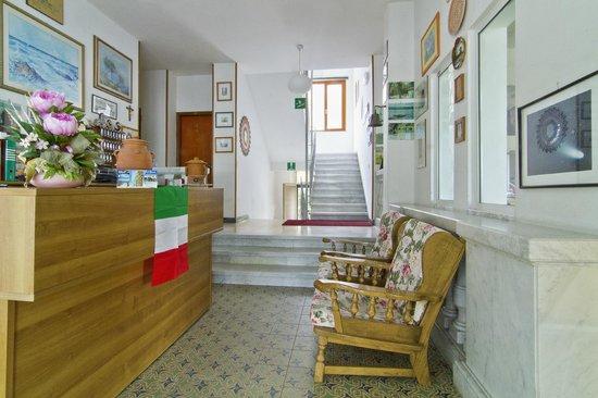 Pensione marinella hotel marinella di sarzana prezzi - Bagno roma marinella di sarzana ...