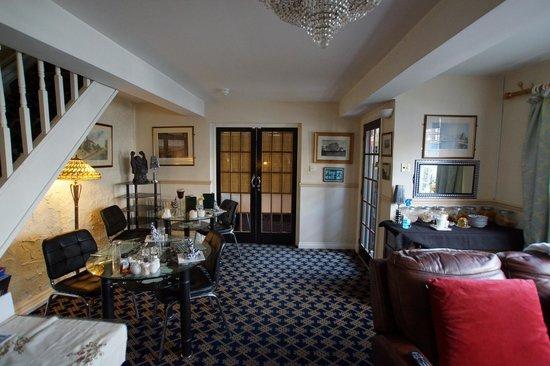 Ye Olde Coach House: Lounge_4