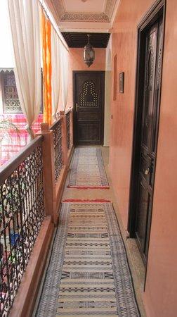 Dar Aby: Pasillo habitaciones