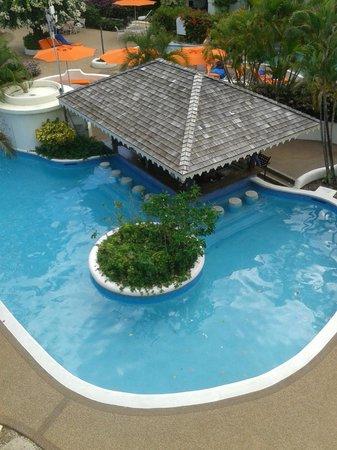 Bougainvillea Beach Resort: Pool Bar