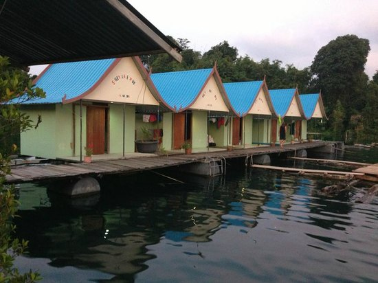Khao Sok Smiley Bungalow: The lakehouse