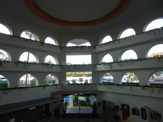 Canto Del Sol Plaza Vallarta: El Lobby visto desde lapuerta del elevador