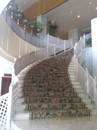 Taj Mahal Hotel: Stairs from the spa up to the main lobby