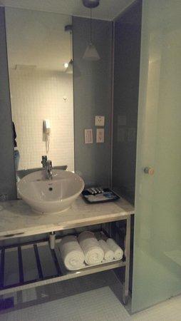 Sun Rise Business Hotel – Taipei Main Station: big bathroom
