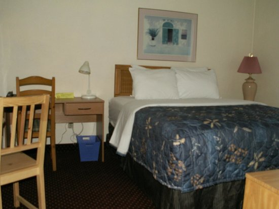 Sand Castle Suites Motel: second bedroom in a family suite