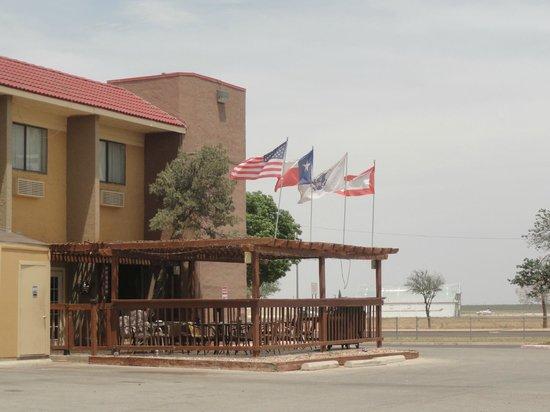 Baymont Inn & Suites Midland Airport: Hanger Bar