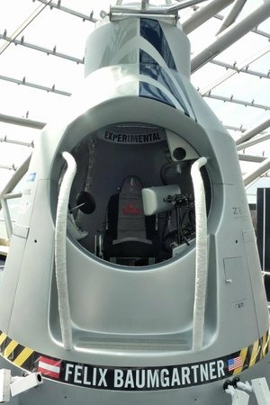 Red Bull Hangar-7: Felix Baumgartners Kapsel