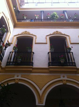 Hotel Abanico Sevilla: patio