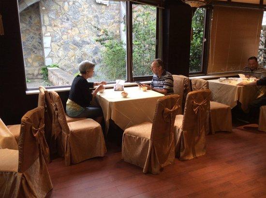 Huangguoshu Hotel: Heel ongezellig. lekker dineren, maar een vies ontbijt