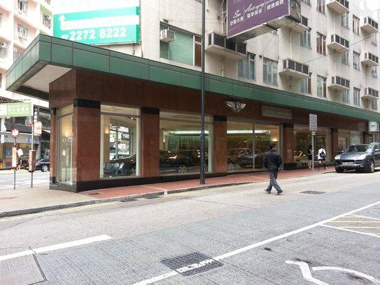 Mini Hotel Causeway Bay Hong Kong: Bentley Showroom opposite Mini Hotel