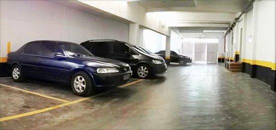 Hotel Cisne : Garagem