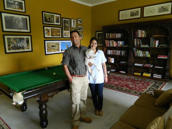 Samode Safari Lodge: Anshu, his wife Clohe, the camp pup