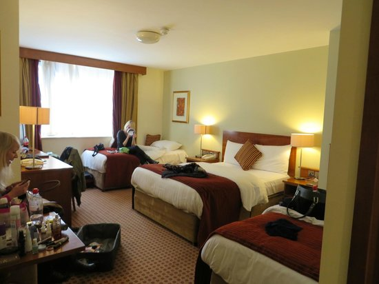 Cassidys Hotel: Large triple room