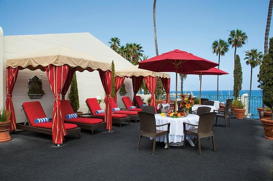 Portofino Hotel: Patio Deck--Cabana's and Lounge Chairs
