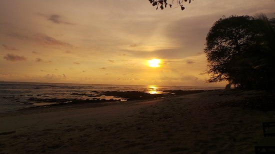 Nectar at Florblanca Resort: Beautiful Sunset on the Beach