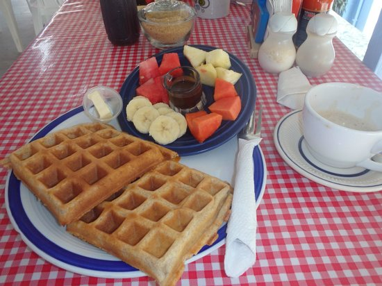 Amor y Cafe: waffles, fruit and chocolate dip!