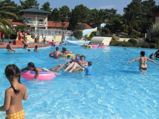 Yelloh ! Village Sylvamar: Zona piscinas exteriores