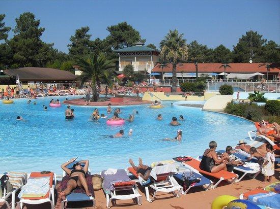 Yelloh ! Village Sylvamar: piscina exterior