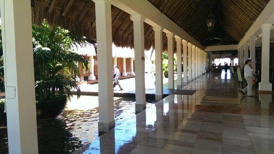 Now Sapphire Riviera Cancun : Lobby Area