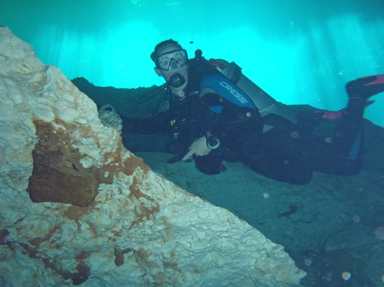 Planet Scuba Mexico: Photo oppertunity at Ponderosa Cenote..and to ck'ing on husband enjoying his quite time !!!:)