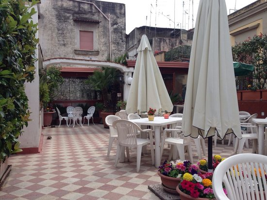 Hotel Toledo: The pleasant roof terrace where we had our room
